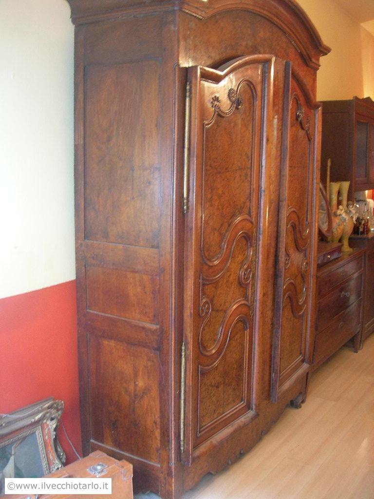 Armadio antico noce design casa creativa e mobili ispiratori for Mobili antichi 1800