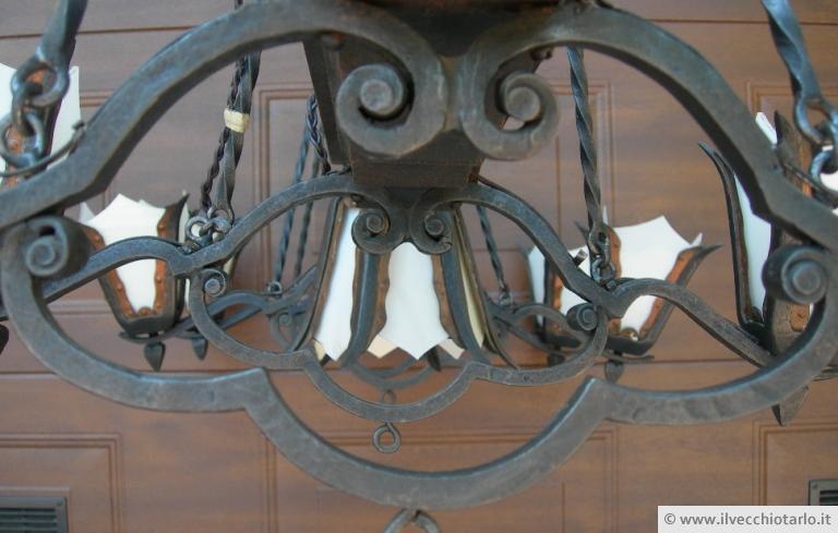 Lampadario Antico Ferro Battuto : Antico lampadario liberty ferro battuto