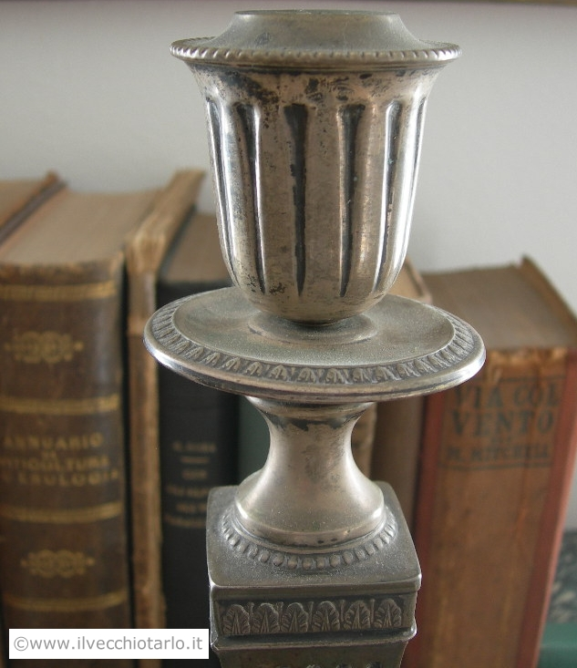 Coppia di candelabri antichi una fiamma in argento stile impero -> Lampadari Antichi Stile Impero