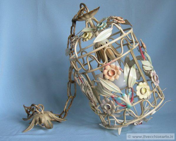 vecchio lampadario ferro battuto decorato