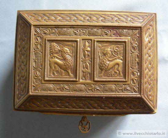 lampadari indiani : Mobili antichi, affettatrici Berkel, lampadari Murano, modernariato ...