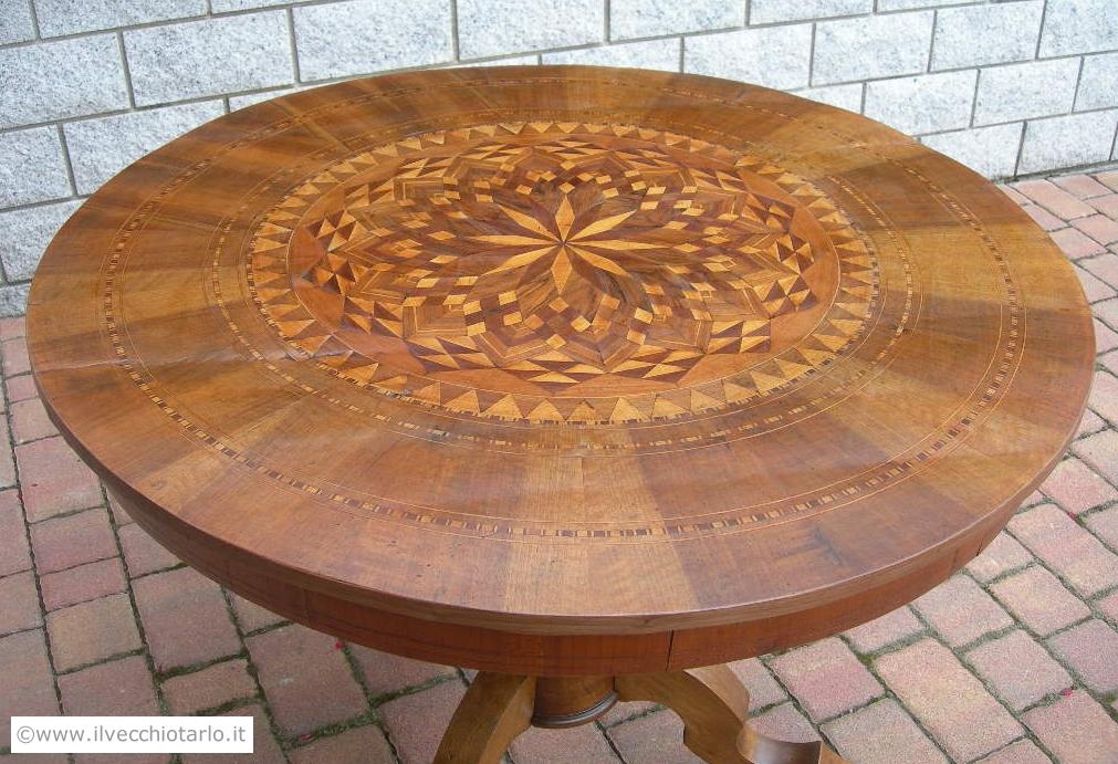 Tavolo in noce epoca 800 tondo ed intarsiatooriginale antico