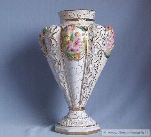 Ceramica capodimonte vecchio vaso e piatti for Vaso capodimonte